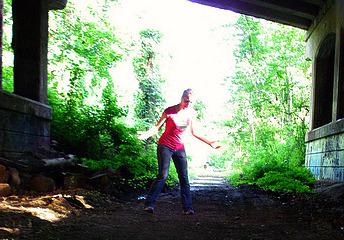amandoo under bridge on tracks